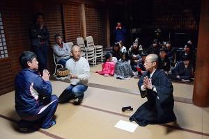 菩薩講の夜間練習風景